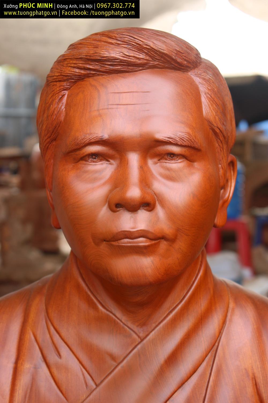 Tôn tượng Đạo sư Chân tánh Nguyên Hương